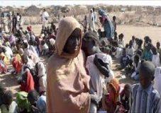 المدير الاقليمي لبرنامج الغذاء العالمي يتفقد معسكر اللإجئين الإثيوبيين