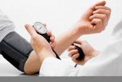 دراسة: التمدد أكثر فعالية من المشي لخفض ضغط الدم المرتفع