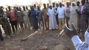 الهادي يقف على مقابر الإبادة الجماعية باقليم دارفور