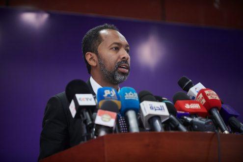 وزير مجلس الوزراء يؤكد أهمية دور المنظومة الأمنية في حفظ الأمن والاستقرار