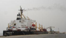 ميناء الخير يستقبل عدداً من ناقلات المشتقات البترولية