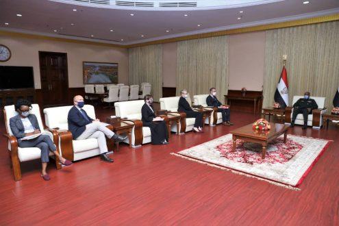 رئيس مجلس السيادة يلتقي ممثلي دول الترويكا